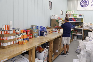 food pantry, free food for families in need
